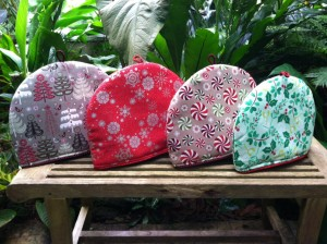 Insulated tea cozies for large pots